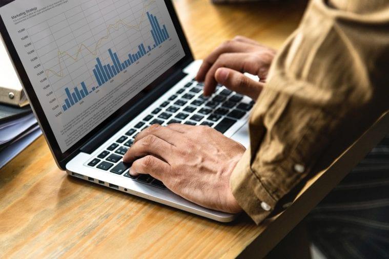 report-laptop-ukazka