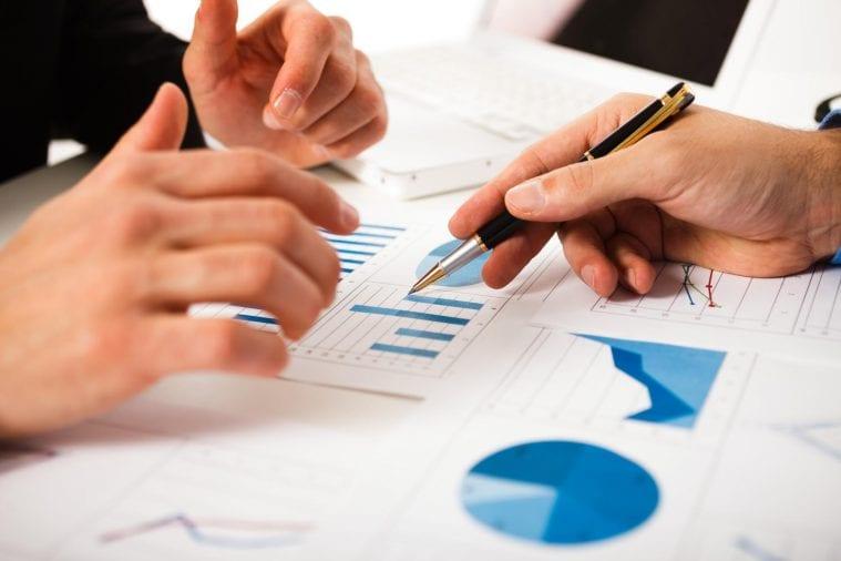 graf tabulka report rozpocet ruky ukazuje vyhodnotenie kontrola controlling budget