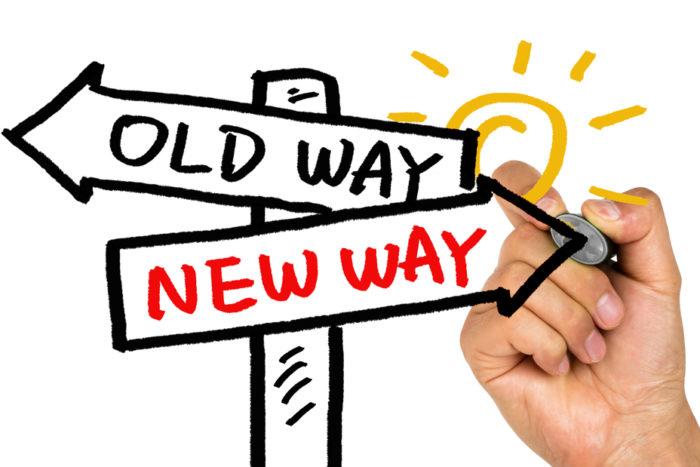 nova stara cesta sipky ukazuju smer