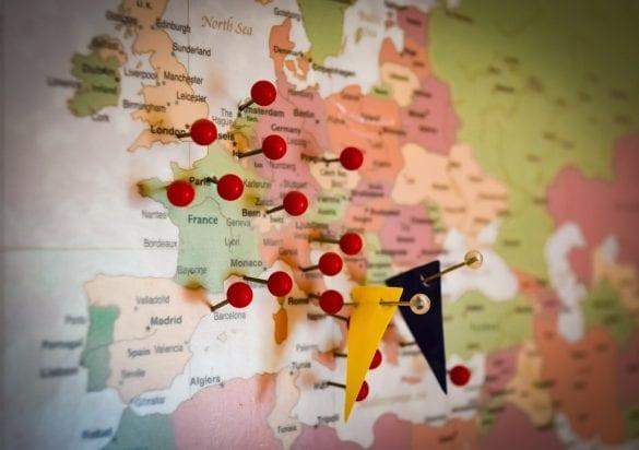 svet mapa vlajka cestovanie trasa europa pin